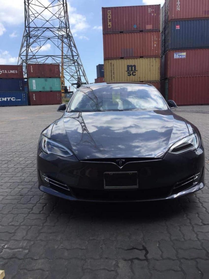 Khui công Tesla Model S 100D