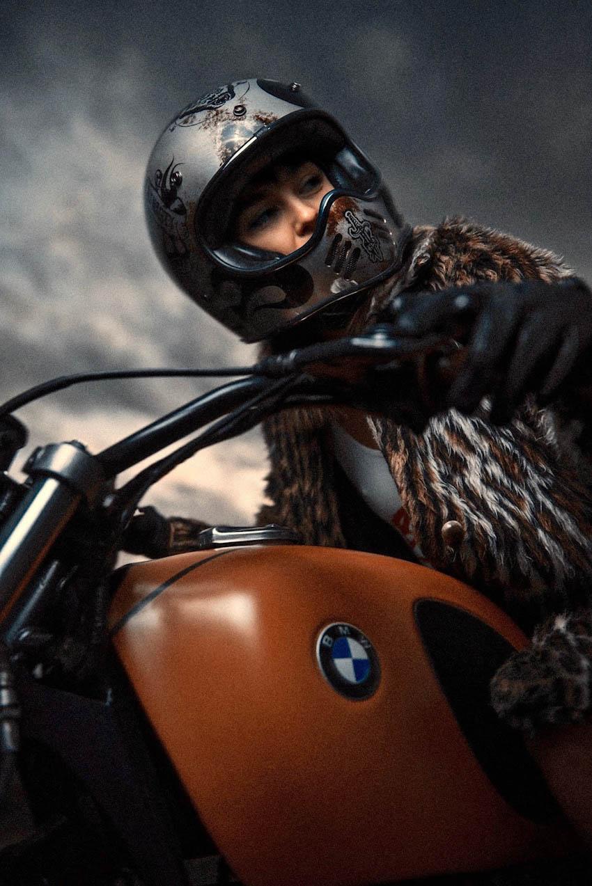 Đường cong nóng bỏng của chân dài bên xế độ BMW