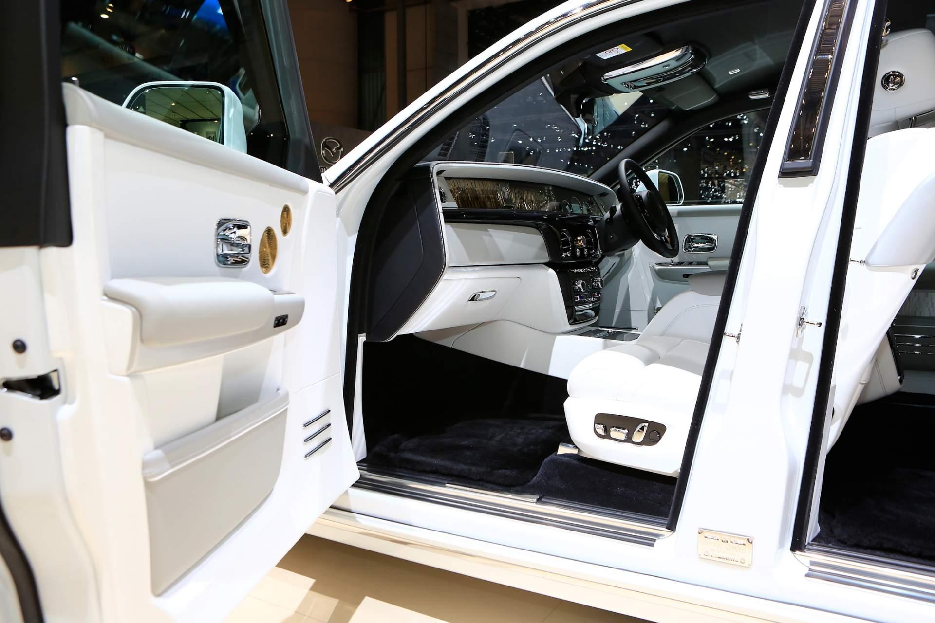 Rolls-Royce Phantom Tranquility lấy cảm hứng từ vũ trụ với nội thất đá thiên thạch - Photo 11