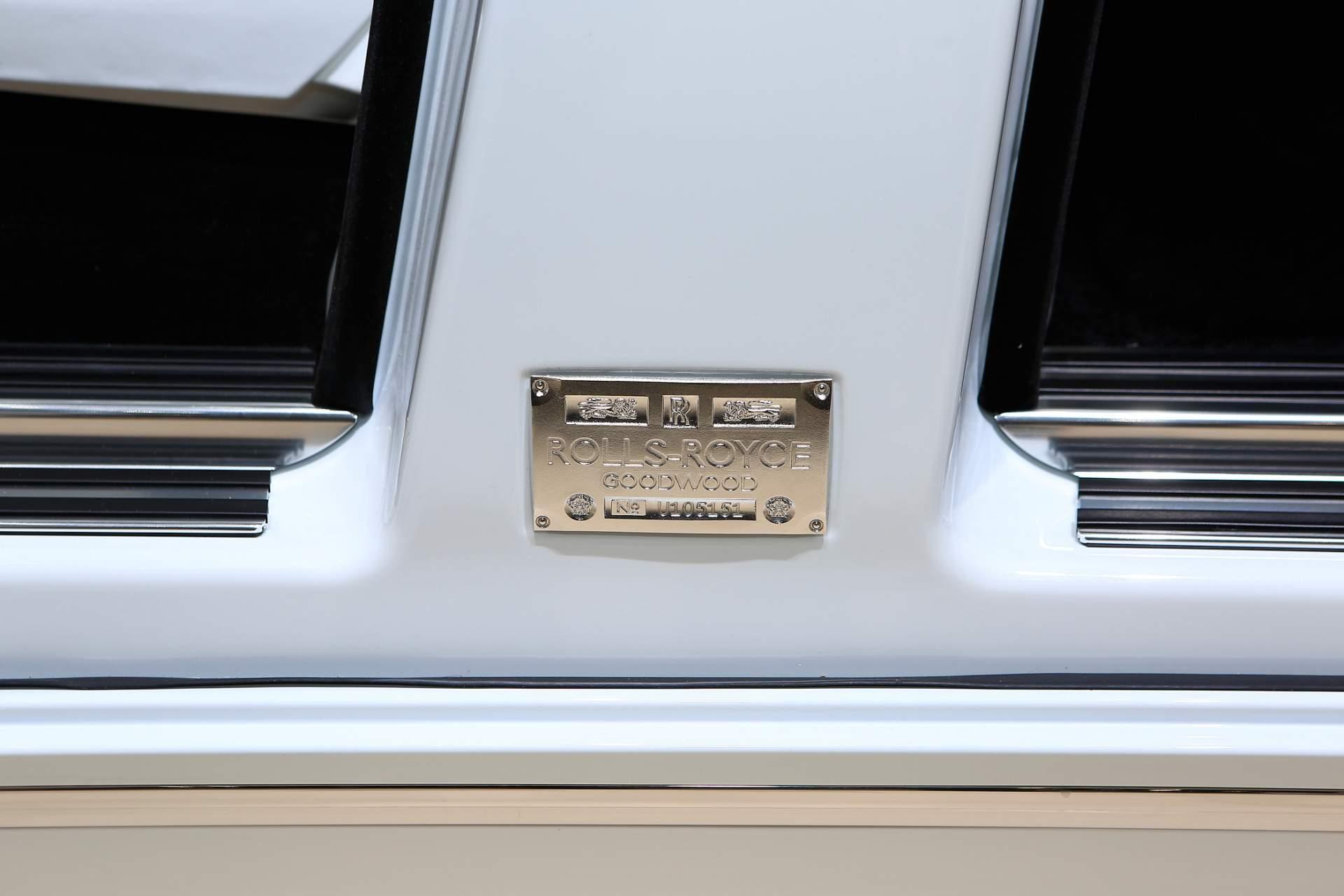 Rolls-Royce Phantom Tranquility lấy cảm hứng từ vũ trụ với nội thất đá thiên thạch - Photo 10