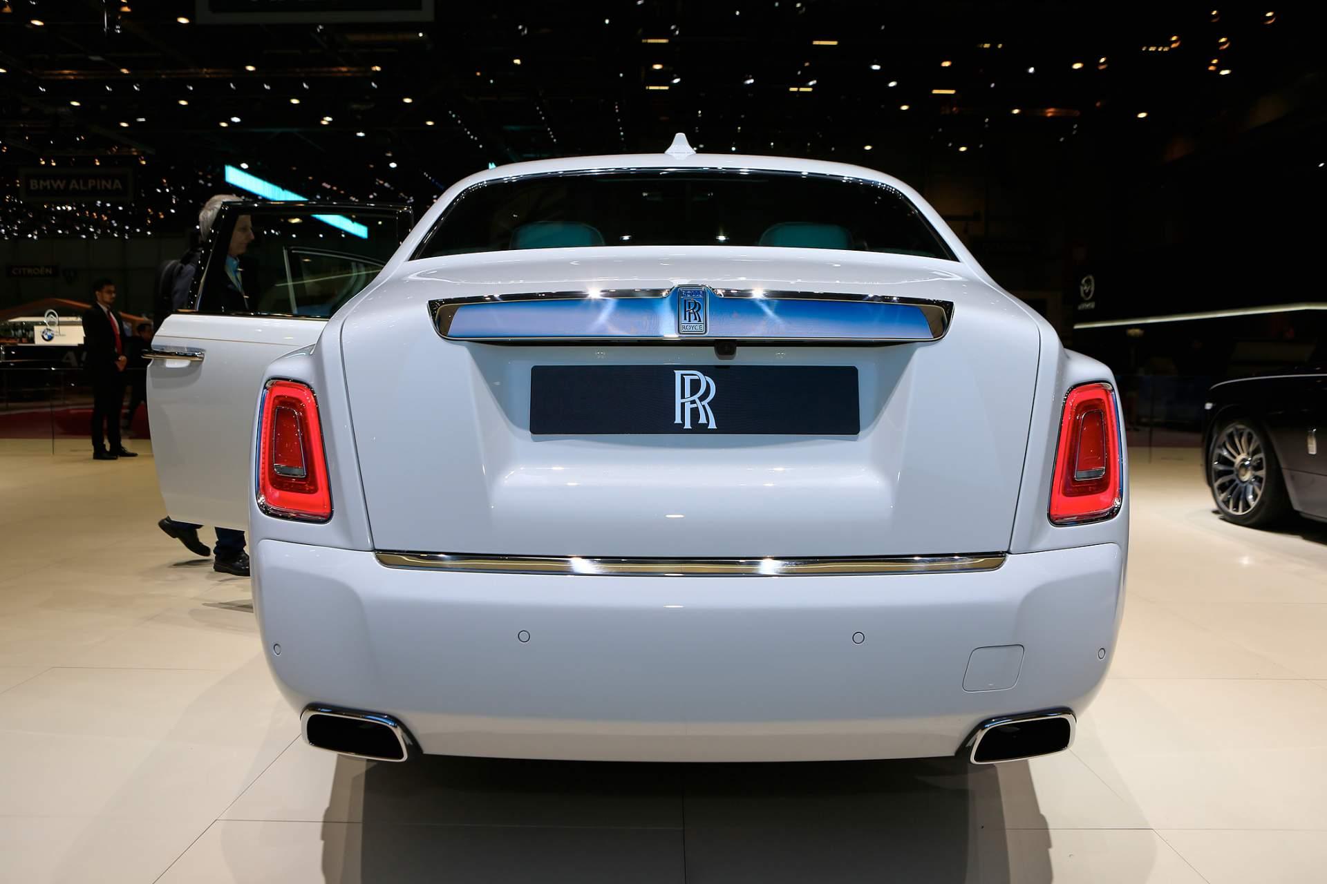 Rolls-Royce Phantom Tranquility lấy cảm hứng từ vũ trụ với nội thất đá thiên thạch - Photo 2