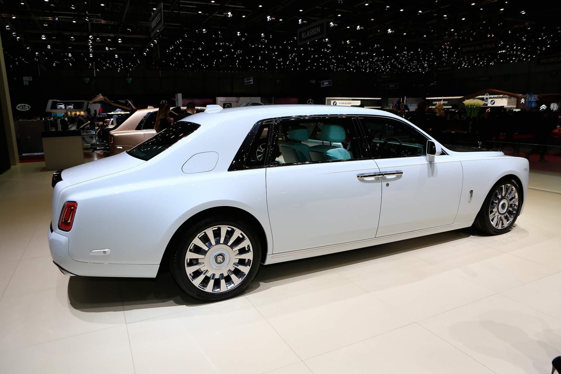 Rolls-Royce Phantom Tranquility lấy cảm hứng từ vũ trụ với nội thất đá thiên thạch - Photo 16