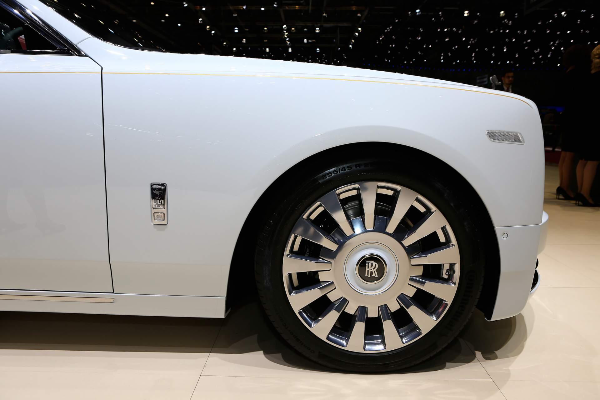 Rolls-Royce Phantom Tranquility lấy cảm hứng từ vũ trụ với nội thất đá thiên thạch - Photo 7