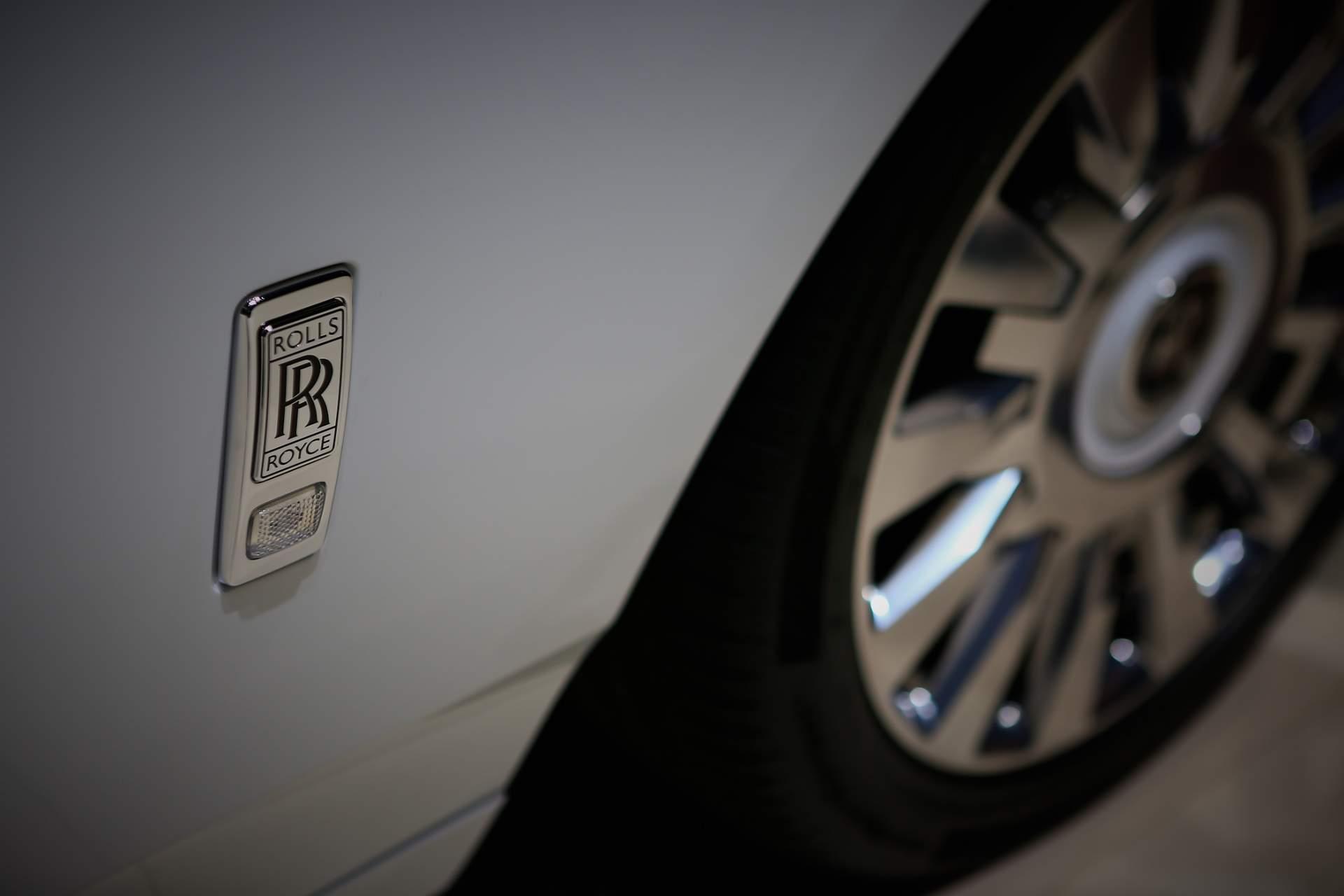 Rolls-Royce Phantom Tranquility lấy cảm hứng từ vũ trụ với nội thất đá thiên thạch - Photo 13