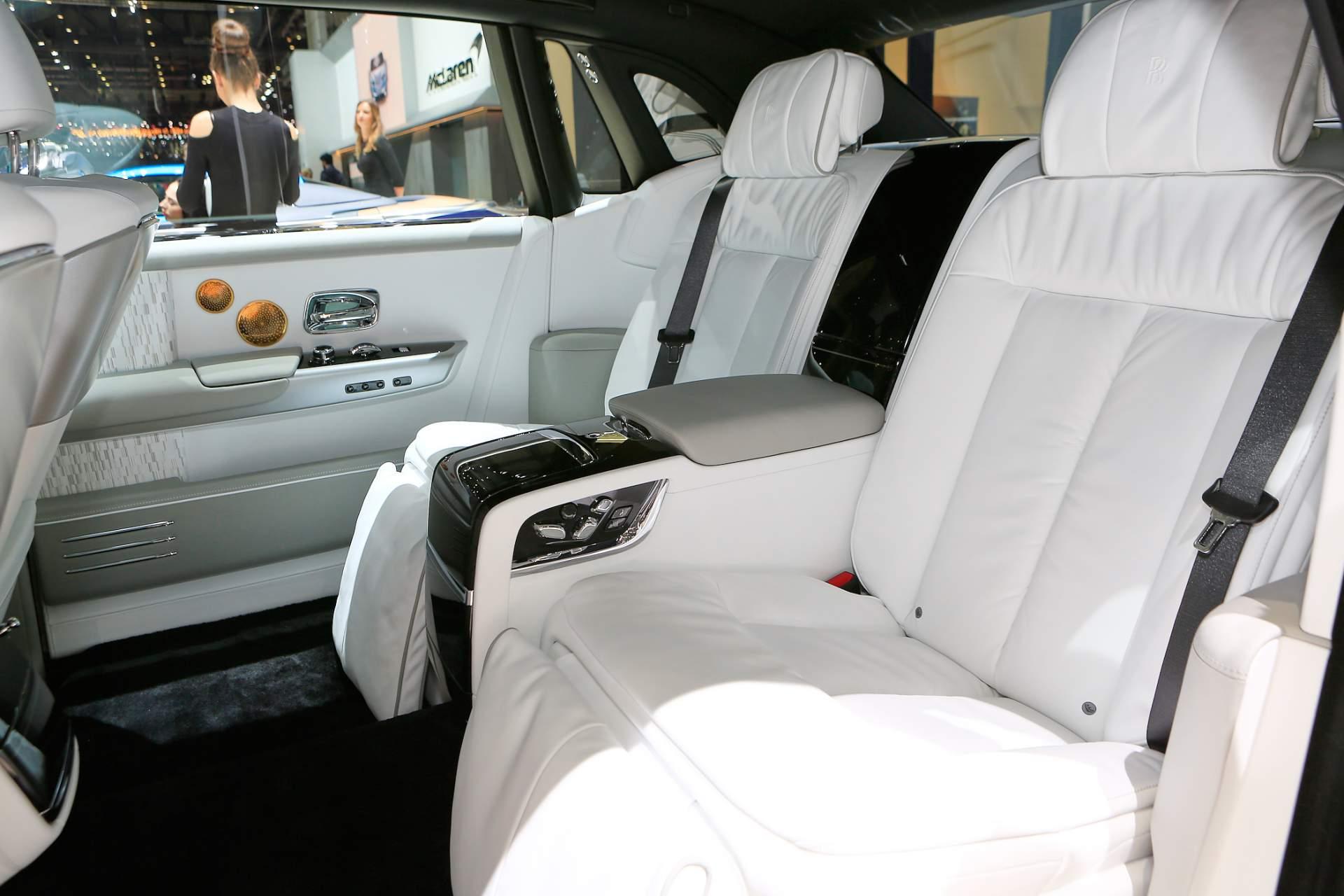 Rolls-Royce Phantom Tranquility lấy cảm hứng từ vũ trụ với nội thất đá thiên thạch - Photo 6