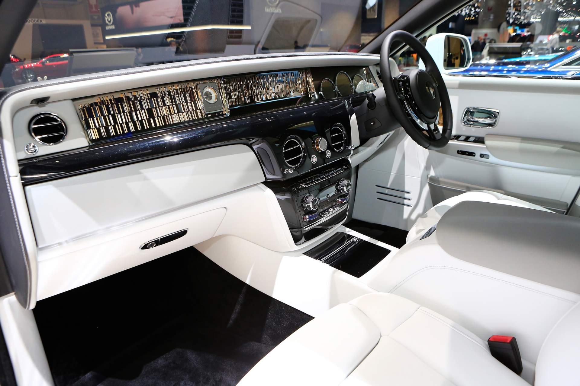 Rolls-Royce Phantom Tranquility lấy cảm hứng từ vũ trụ với nội thất đá thiên thạch - Photo 3