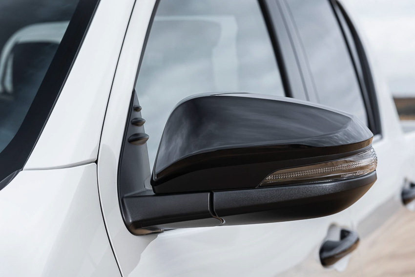 Toyota ra mắt Hilux phiên bản đặc biệt - 23