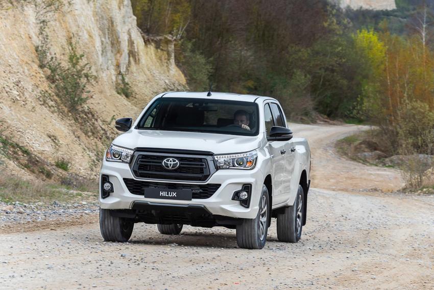 Toyota ra mắt Hilux phiên bản đặc biệt - 7