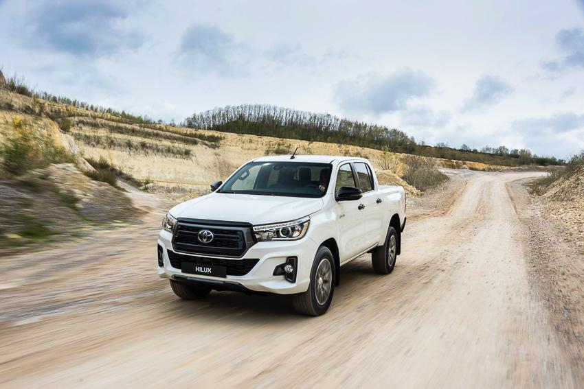 Toyota ra mắt Hilux phiên bản đặc biệt - 8