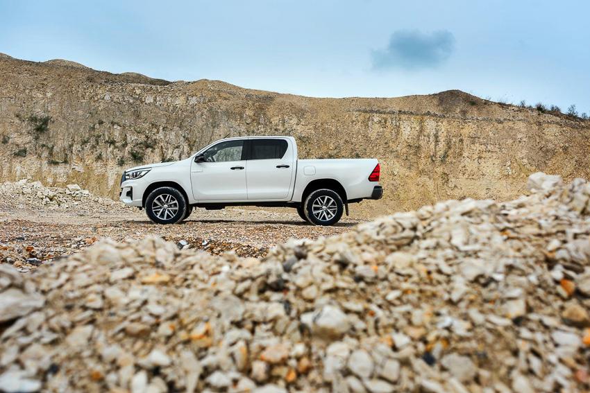 Toyota ra mắt Hilux phiên bản đặc biệt - 9