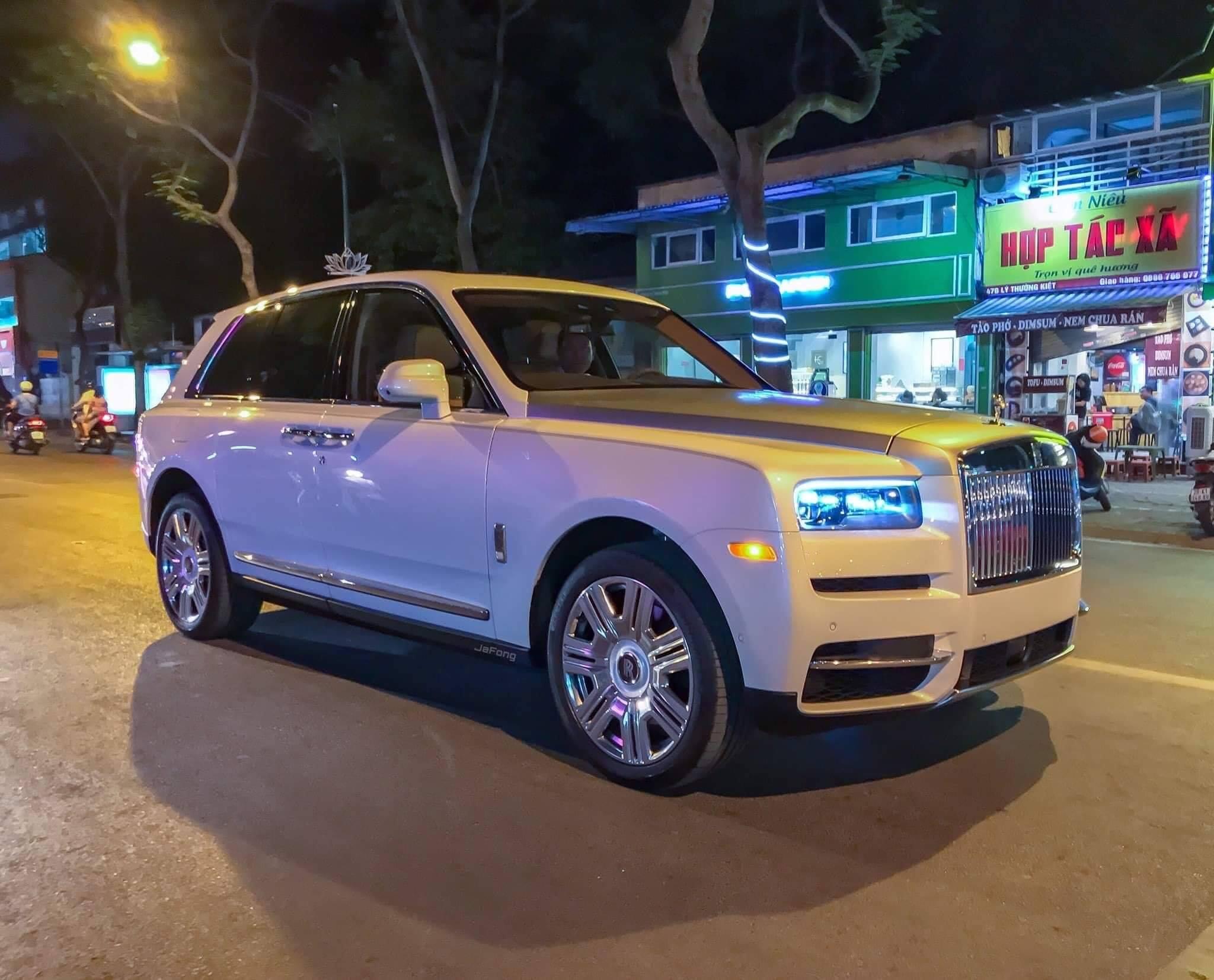 Rolls-Royce Culliman giá hơn 41 tỷ đồng đầu tiên về Việt Nam - 01