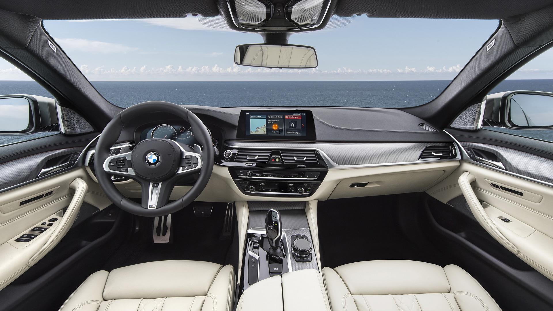 BMW M550i 2020 trang bị động cơ V8 4.4L - 04