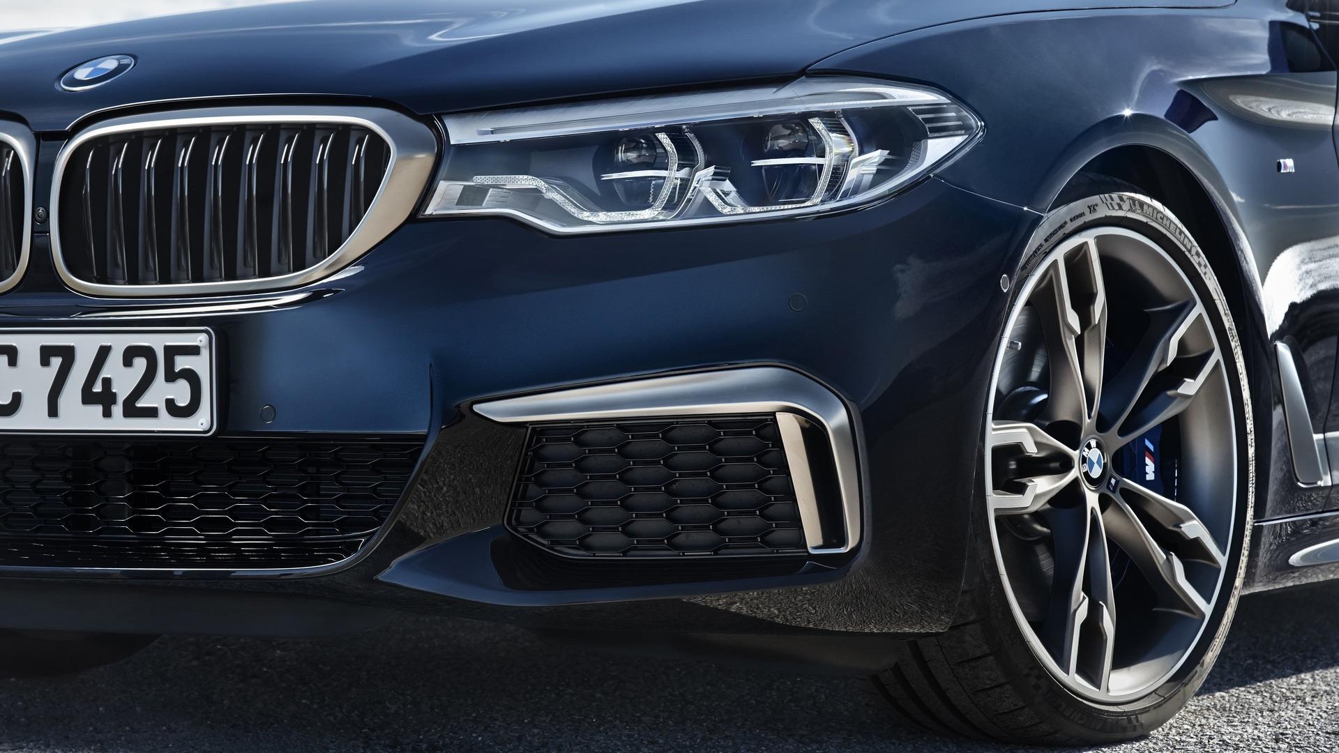 BMW M550i 2020 trang bị động cơ V8 4.4L - 09