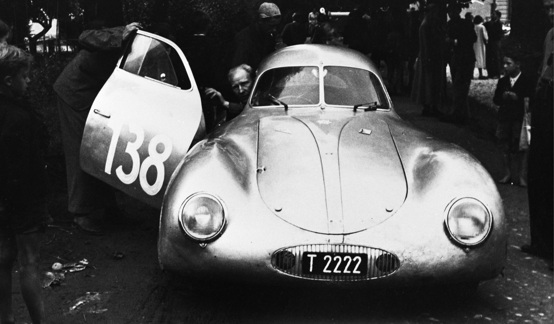 Otto Mathé và chiếc Porsche Type 64 năm 1952