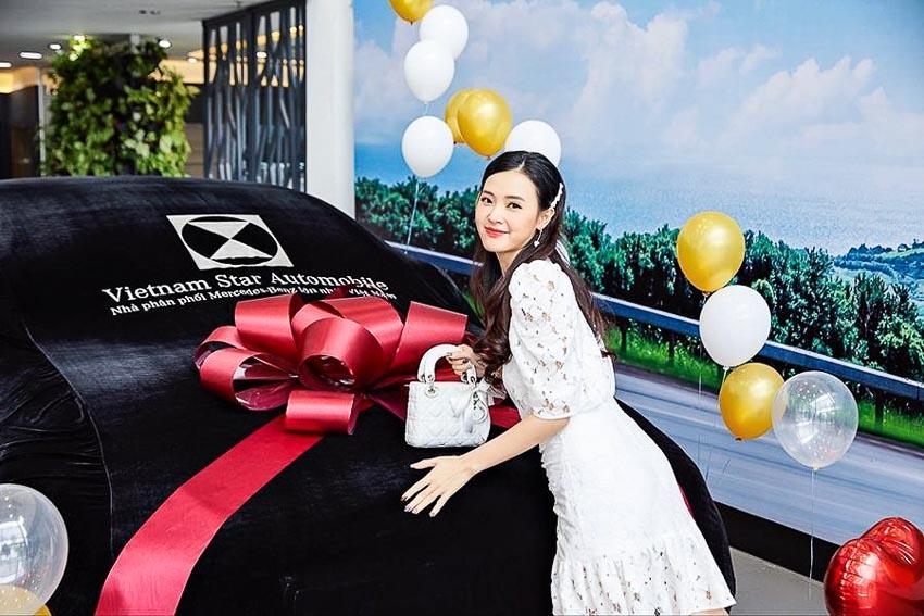 Diễn viên Midu sở hữu xe sang Mercedes E-Class 2019 2