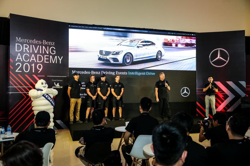 Học viện lái xe an toàn Mercedes-Benz Driving Academy 2019 tại Hà Nội 13