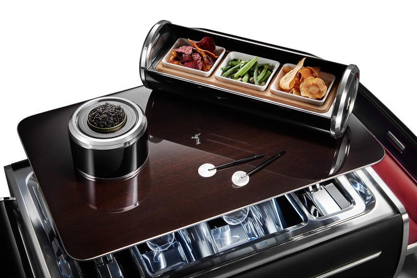 Rolls-Royce ra mắt bộ phụ kiện cao cấp Rương sâm-panh 5