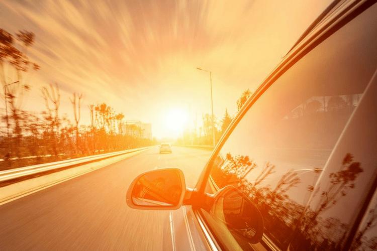Trời nắng nóng ngồi trong xe ô tô có bị nhiễm tia UV hay không? - 0