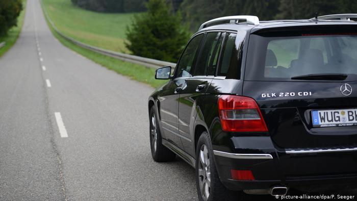 Daimler triệu hồi 60.000 chiếc Mercedes Benz GLK 220 CDI dính nghi án gian lận khí thải - 3