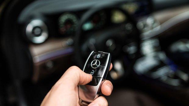 Daimler triệu hồi 60.000 chiếc Mercedes Benz GLK 220 CDI dính nghi án gian lận khí thải - 1