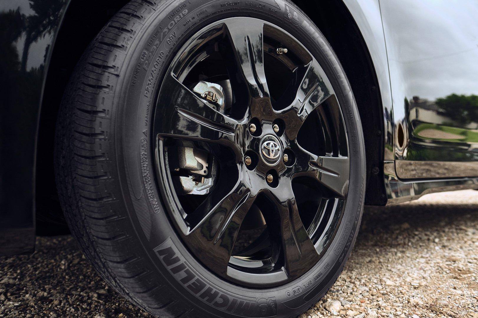 Toyota ra mắt Sienna phiên bản Nightshade Edition cho năm 2020 - 4