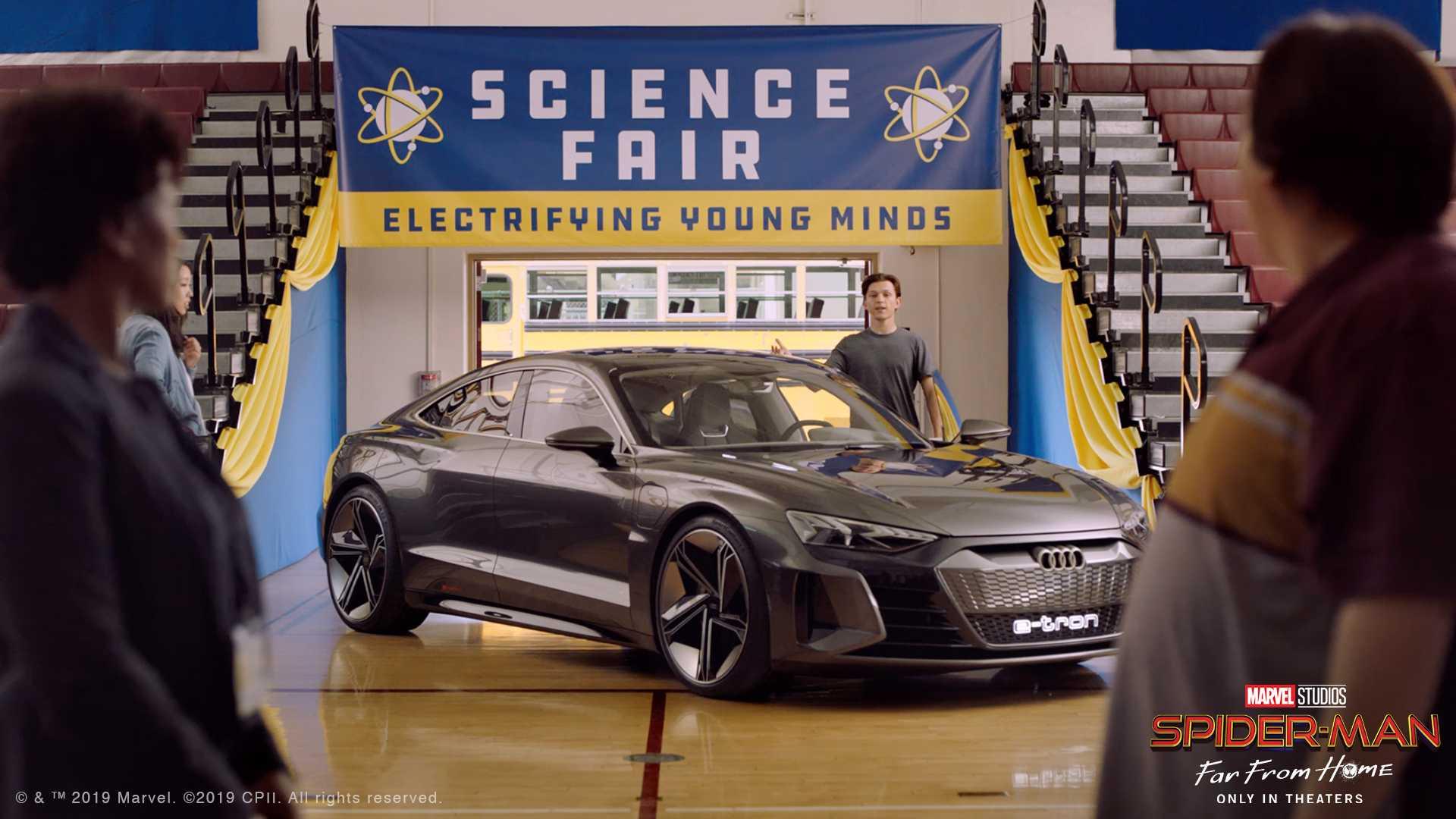 Siêu xe điện Audi e-tron GT trong phim bom tấn Spider-Man: Far From Home - 1