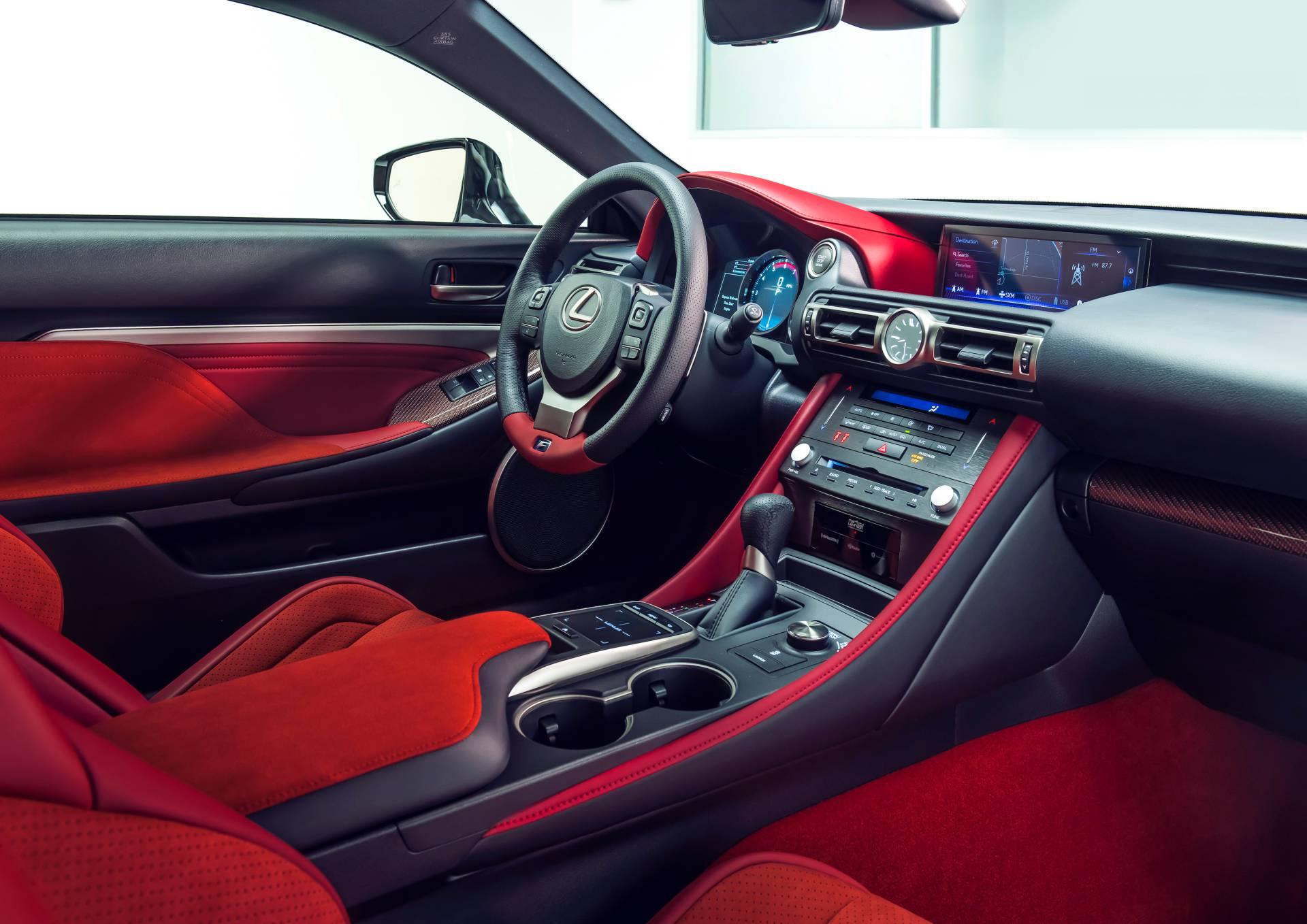 """Lexus RC F cùng điệp vụ áo đen trong """"Men in Black"""" 5"""