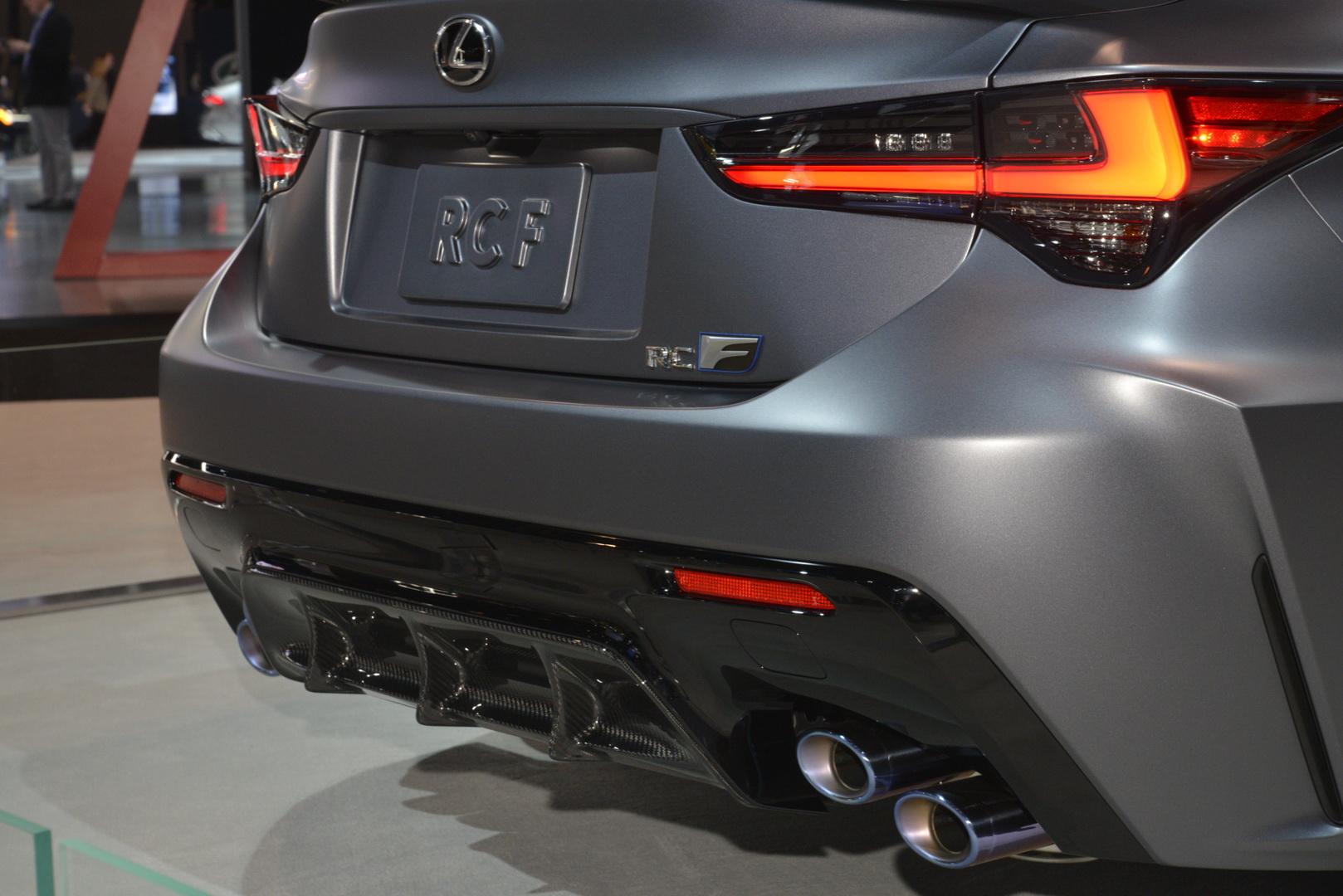 """Lexus RC F cùng điệp vụ áo đen trong """"Men in Black"""" 7"""