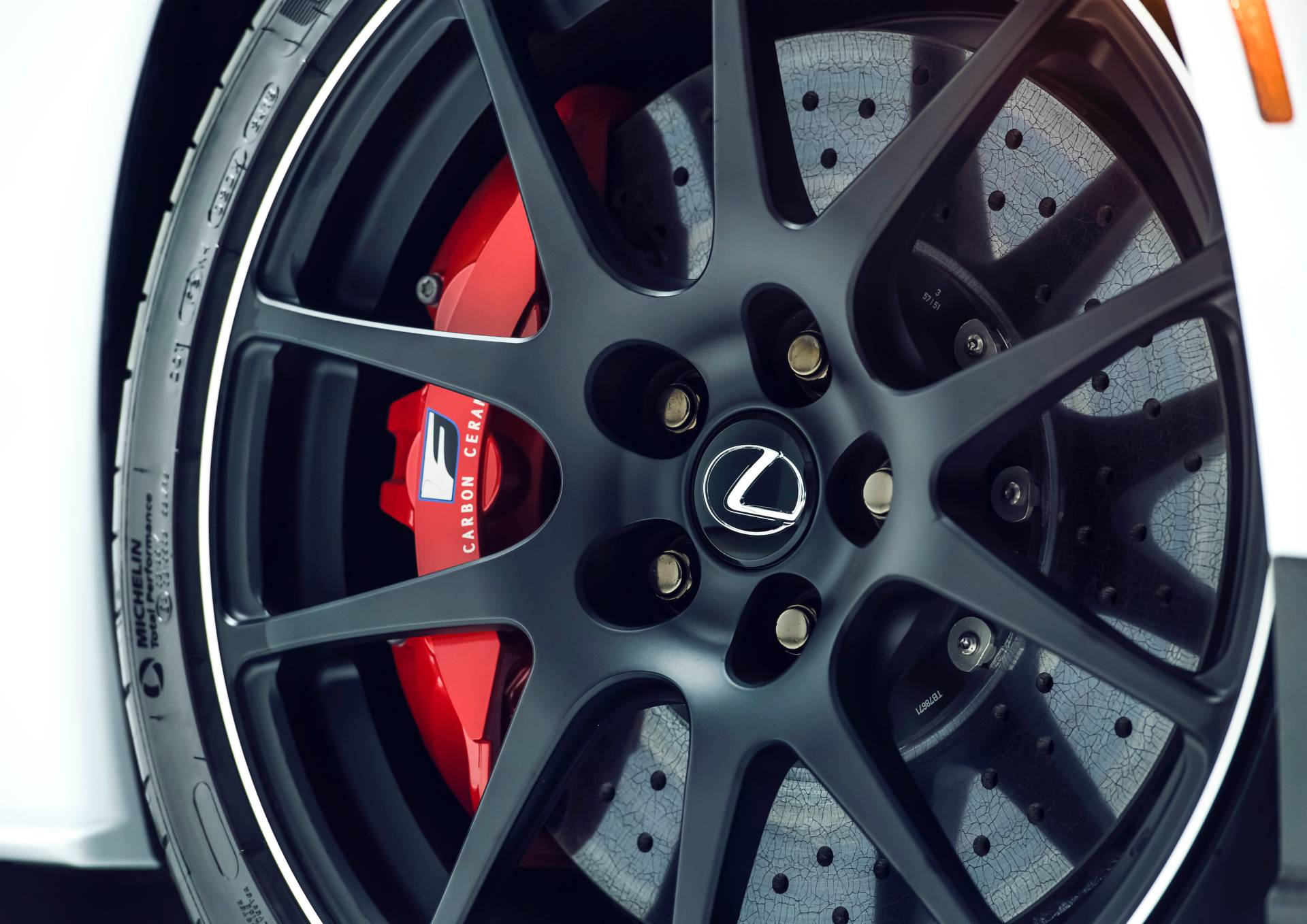 """Lexus RC F cùng điệp vụ áo đen trong """"Men in Black"""" 4"""
