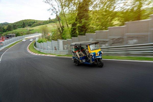 """Hơn 30 phút để """"siêu xe"""" Tuk-Tuk hoàn thành một vòng đua Nurburgring - 05"""