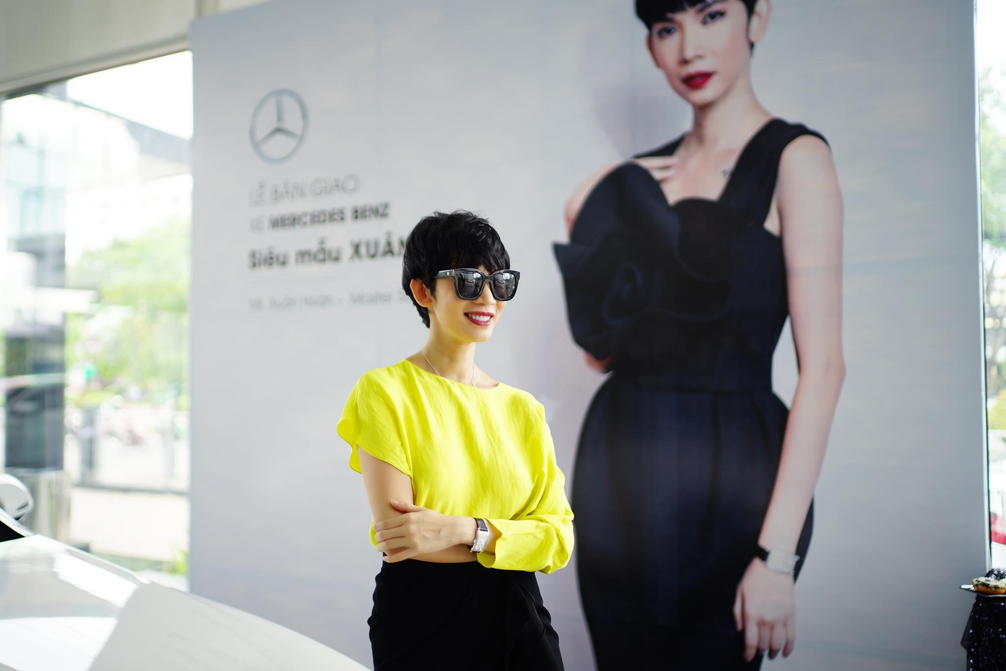 Siêu mẫu Xuân Lan tậu xe Mercedes-Benz E200 hơn 2 tỷ đồng - 09
