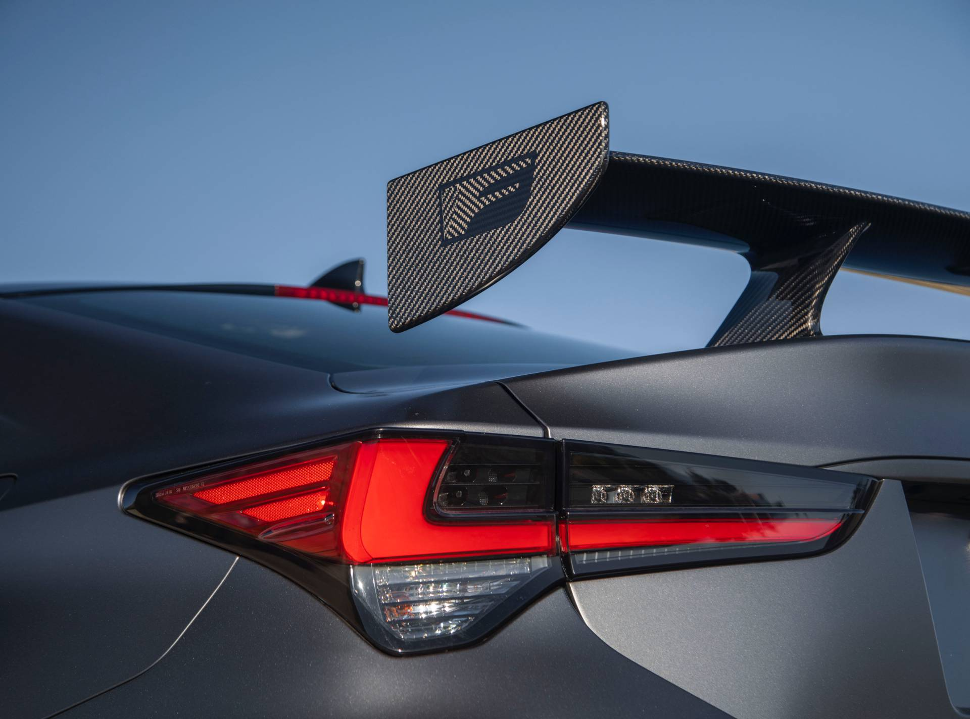 """Lexus RC F cùng điệp vụ áo đen trong """"Men in Black"""" 1"""