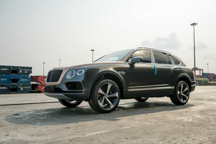 Phiên bản Bentley Centenary Gold kỷ niệm 100 năm có mặt tại Việt Nam 10