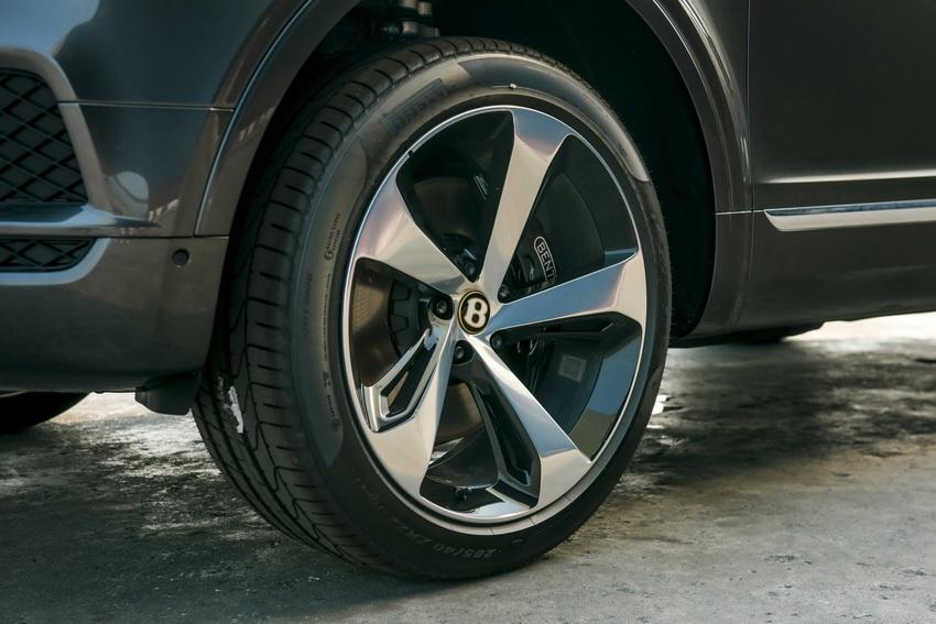 Phiên bản Bentley Centenary Gold kỷ niệm 100 năm có mặt tại Việt Nam 4