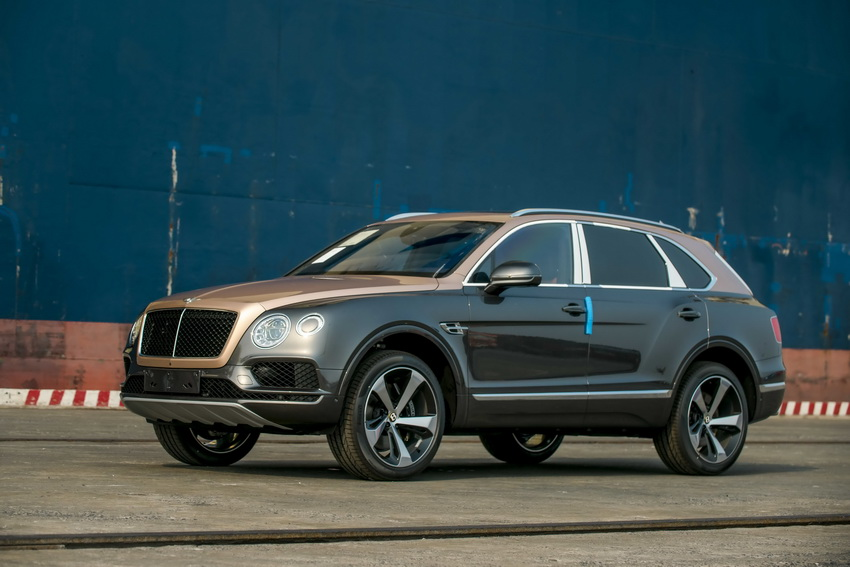Phiên bản Bentley Centenary Gold kỷ niệm 100 năm có mặt tại Việt Nam 11
