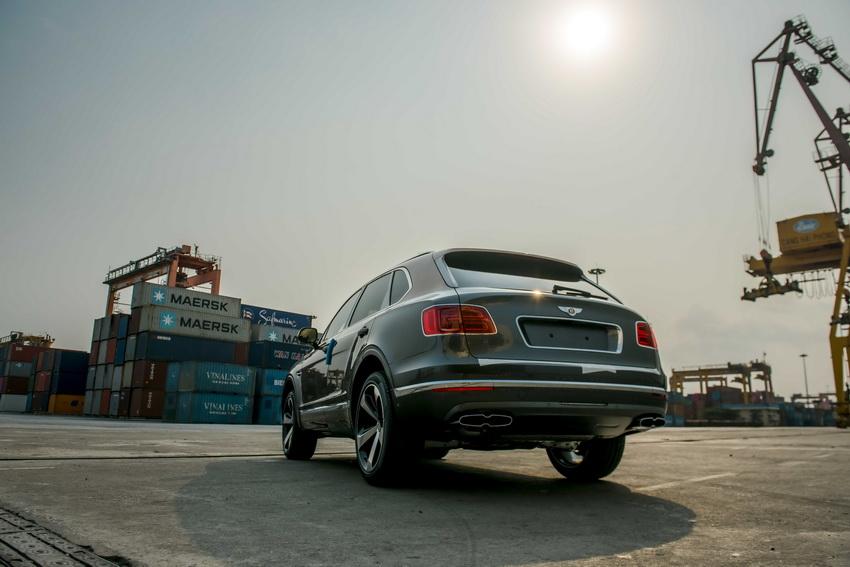 Phiên bản Bentley Centenary Gold kỷ niệm 100 năm có mặt tại Việt Nam 8