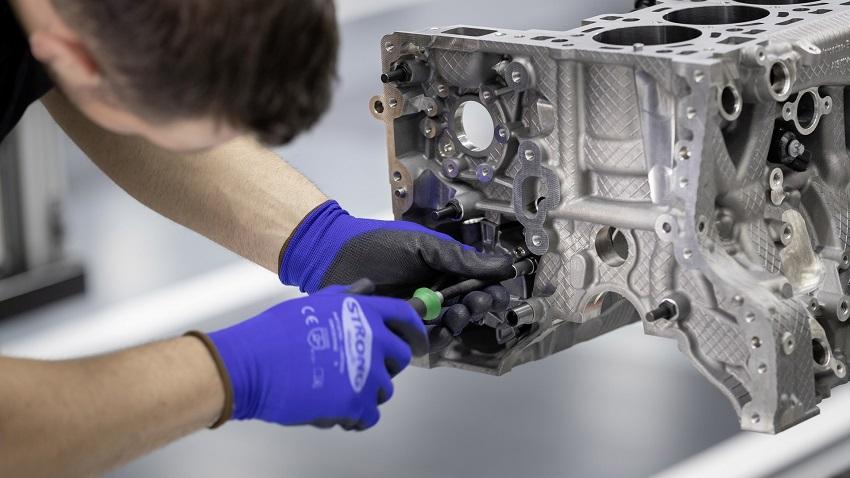 Động cơ bốn xi lanh tăng áp mới của Mercedes-AMG có công suất 382 mã lực ở dòng A45 và 415 mã lực ở dòng A45 S - 13
