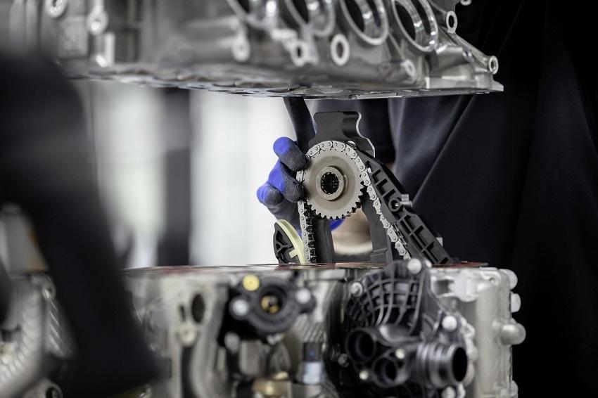 Động cơ bốn xi lanh tăng áp mới của Mercedes-AMG có công suất 382 mã lực ở dòng A45 và 415 mã lực ở dòng A45 S - 15