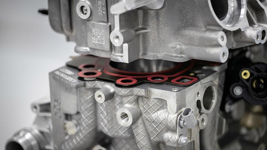 Động cơ bốn xi lanh tăng áp mới của Mercedes-AMG có công suất 382 mã lực ở dòng A45 và 415 mã lực ở dòng A45 S - 16