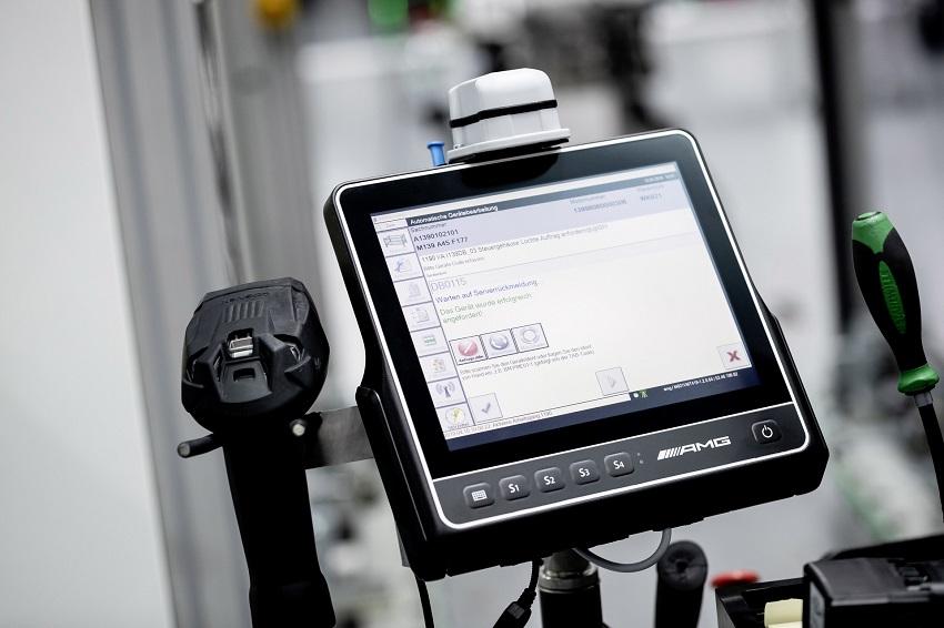 Động cơ bốn xi lanh tăng áp mới của Mercedes-AMG có công suất 382 mã lực ở dòng A45 và 415 mã lực ở dòng A45 S - 19