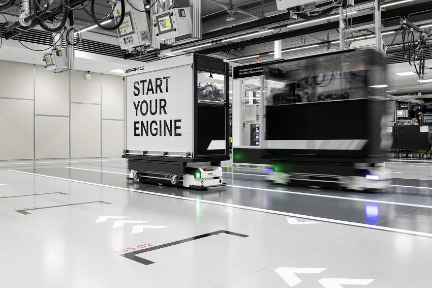 Động cơ bốn xi lanh tăng áp mới của Mercedes-AMG có công suất 382 mã lực ở dòng A45 và 415 mã lực ở dòng A45 S - 2