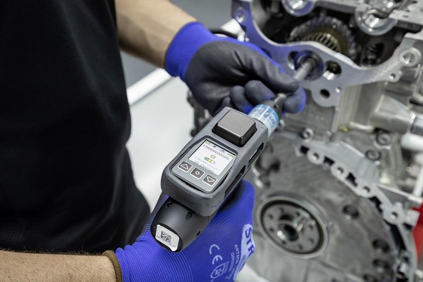 Động cơ bốn xi lanh tăng áp mới của Mercedes-AMG có công suất 382 mã lực ở dòng A45 và 415 mã lực ở dòng A45 S - 21