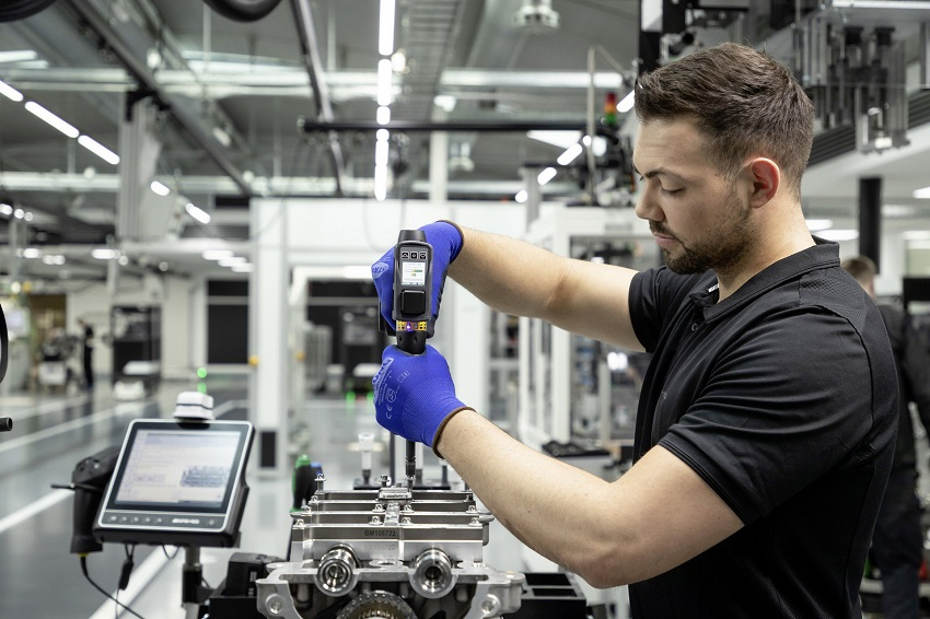 Động cơ bốn xi lanh tăng áp mới của Mercedes-AMG có công suất 382 mã lực ở dòng A45 và 415 mã lực ở dòng A45 S - 22