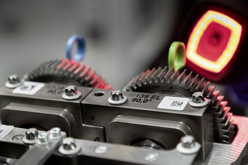 Động cơ bốn xi lanh tăng áp mới của Mercedes-AMG có công suất 382 mã lực ở dòng A45 và 415 mã lực ở dòng A45 S - 23