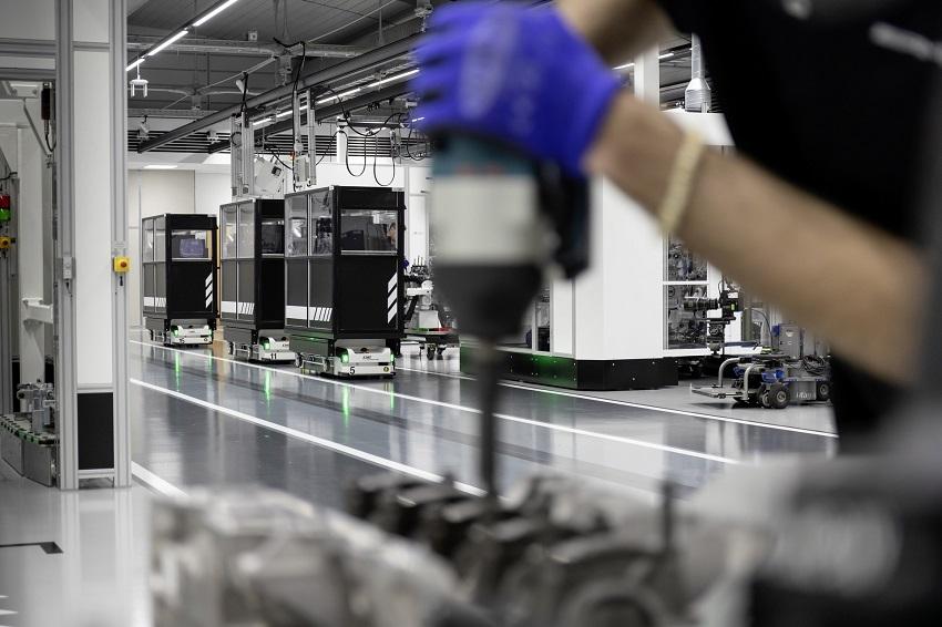 Động cơ bốn xi lanh tăng áp mới của Mercedes-AMG có công suất 382 mã lực ở dòng A45 và 415 mã lực ở dòng A45 S - 6