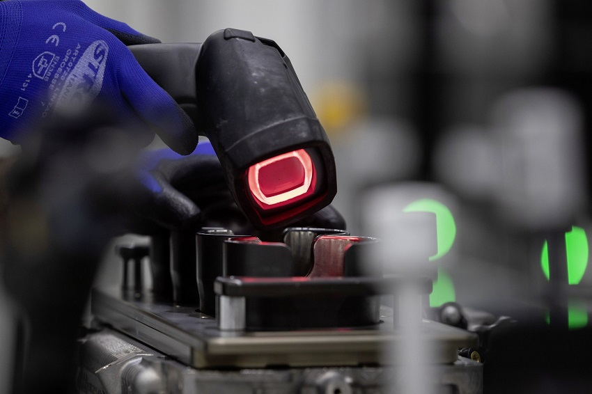 Động cơ bốn xi lanh tăng áp mới của Mercedes-AMG có công suất 382 mã lực ở dòng A45 và 415 mã lực ở dòng A45 S - 8