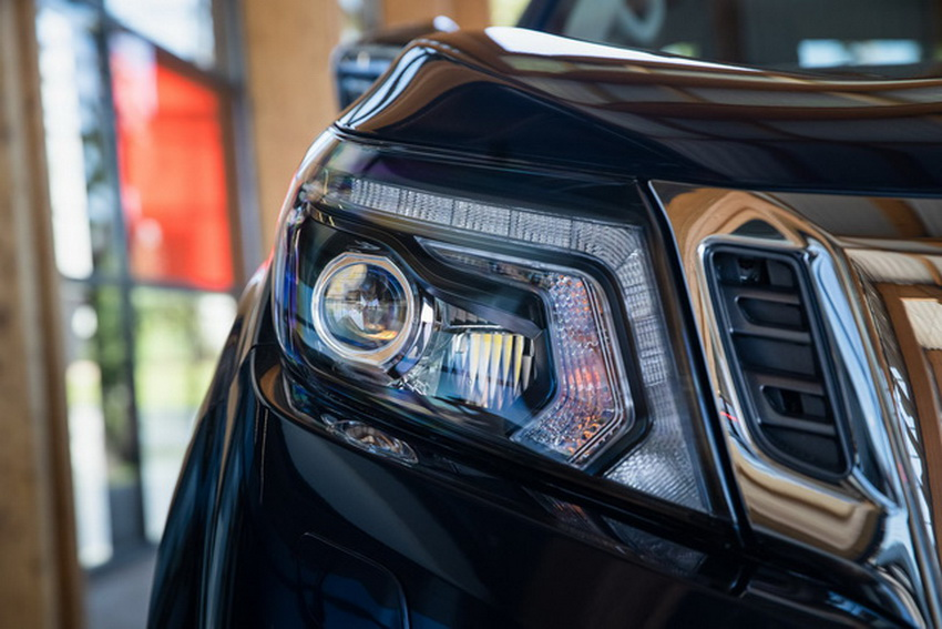 Mẫu xe bán tải Nissan Navara 2020 ra mắt tại thị trường Anh 4