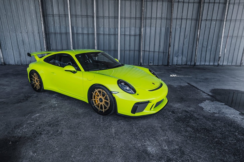 Phiên bản Porsche 911 GT3 màu xanh Acid Green - 1