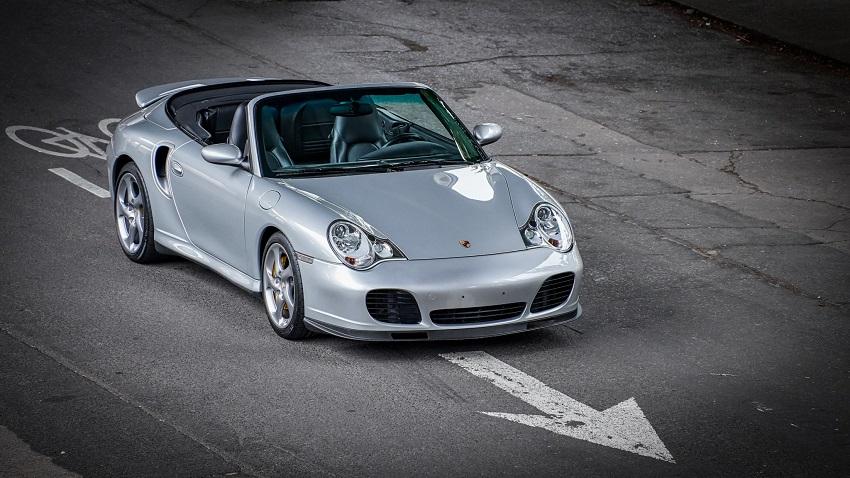 Porsche 911 Turbo S với hộp số sàn 6 cấp - 6