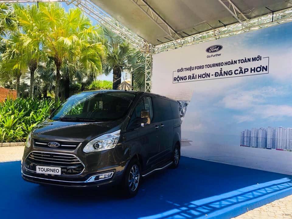 Hình ảnh thực tế mẫu xe MPV 7 chỗ Ford Tourneo sắp bán ra ở Việt Nam - 7